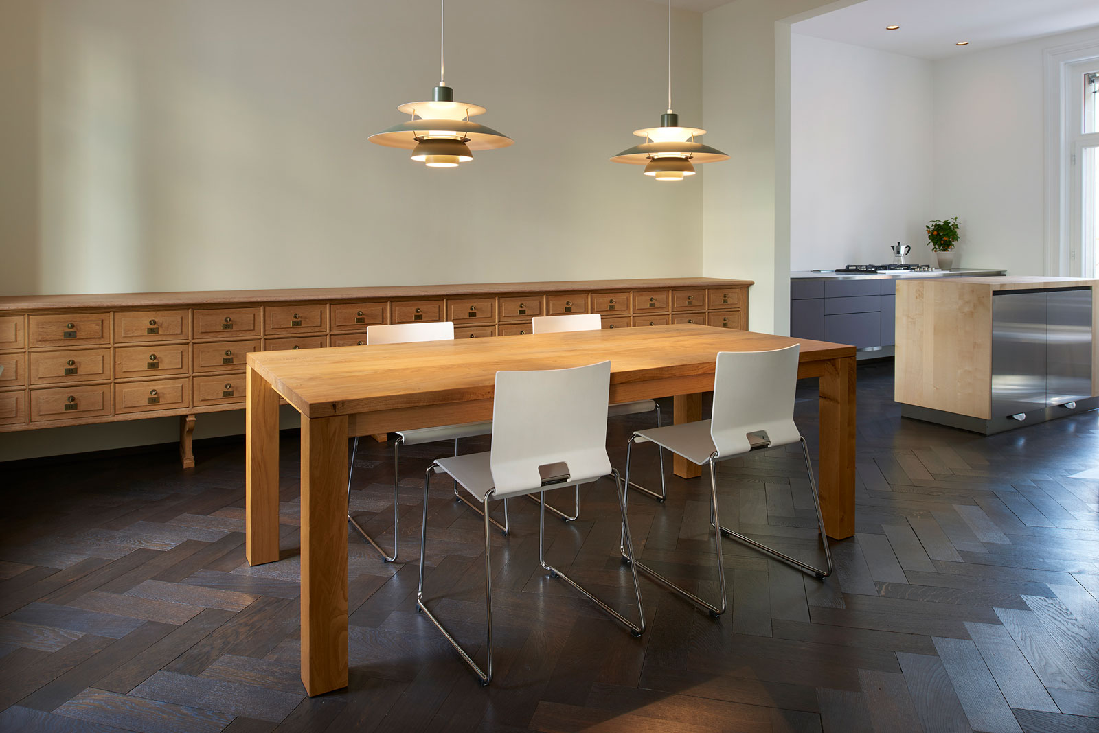 Dining table in chestnut solid; Design carpenter, photo Alain Bucher