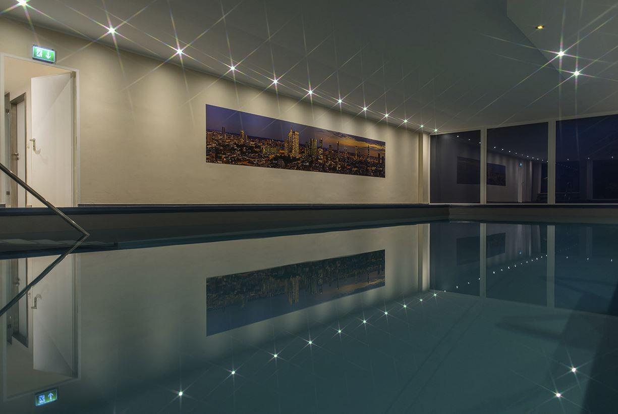 skyline frankfurt panorama swimming pool in frankfurt westend michael wicander photography. Black Bedroom Furniture Sets. Home Design Ideas