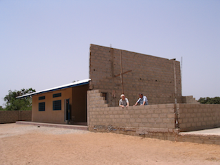 Erste Gebäude