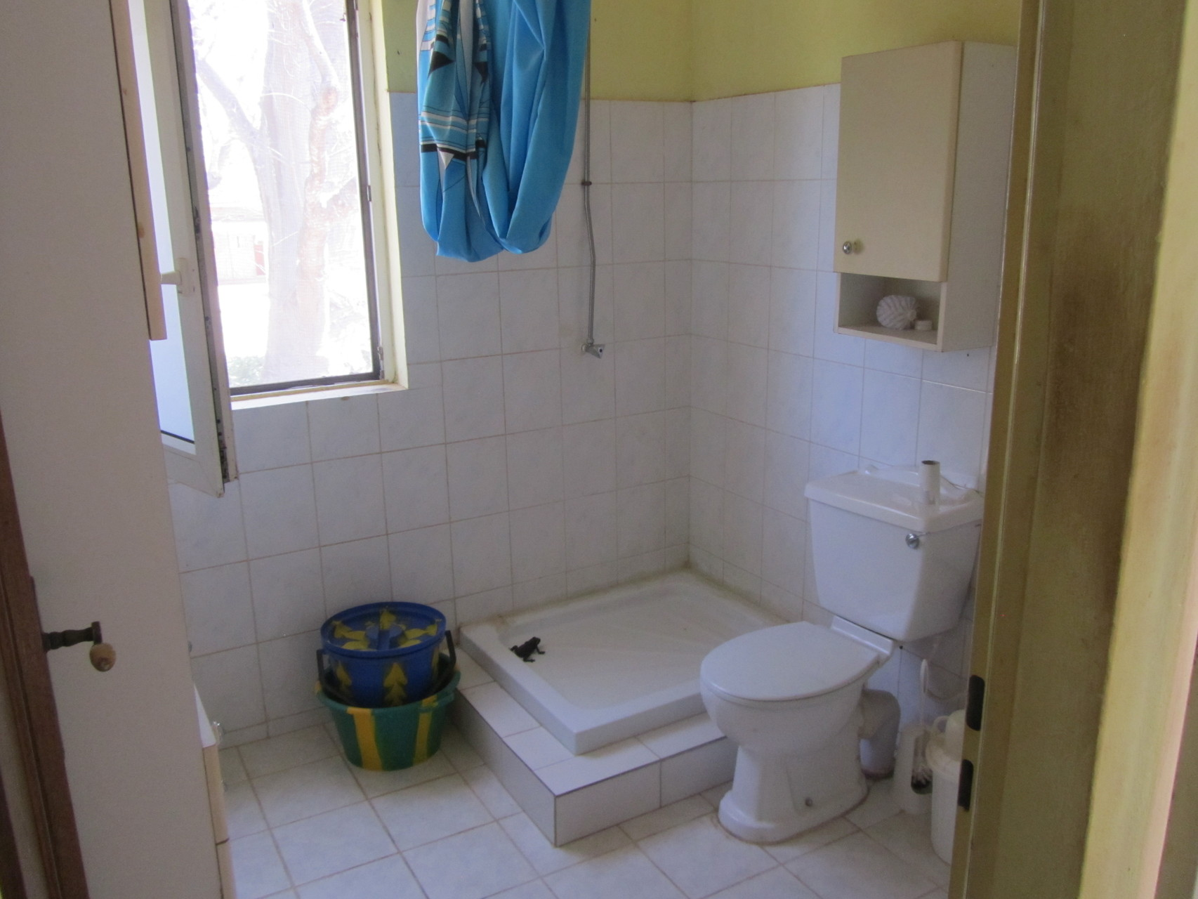 Badezimmer mit Dusche, WC