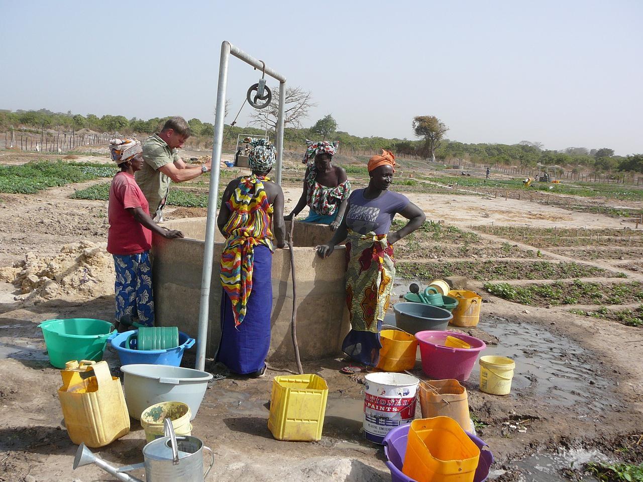 Der fertige Brunnen im Betrieb