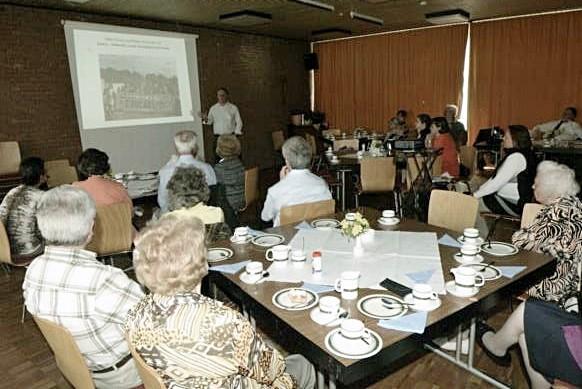 Vortrag von Herrn Göbel vor interessierten Gemeindemitgliedern von Dreifaltigkeit