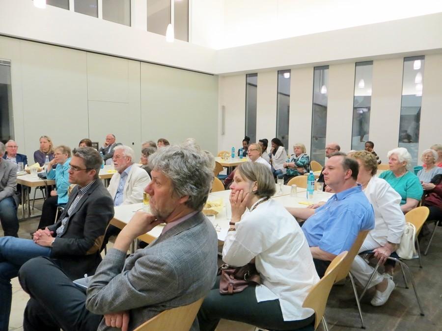 Die Zuhörer beim Gespräch über die Flüchtlingsproblematik in der Ukraine