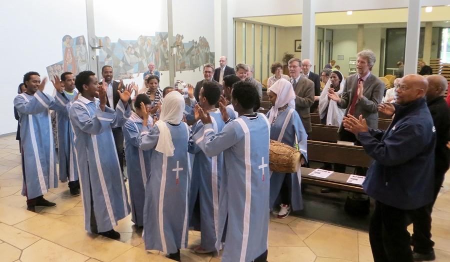 Der eritreische Jugendchor nach dem Gottesdienst