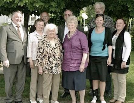 Gruppenbild mit Pfarrer Glaser