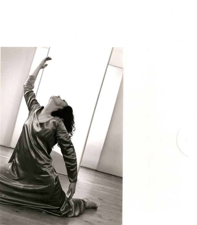 Himmel und Erde; Ausdruckstanz Nadja Müller Ghazal, Atelier Créarte, Bauchtanz und Coaching in Bern und Thun