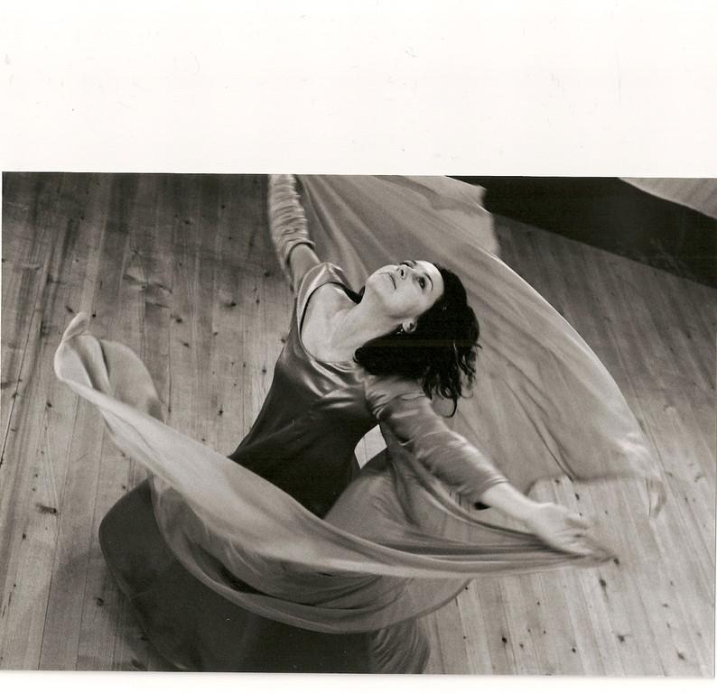 iIm Nabel der Welt; Ausdruckstanz Nadja Müller Ghazal, Atelier Créarte, Bauchtanz und Coaching in Bern und Thun