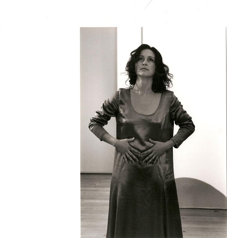 Kraft aus der Mitte; Ausdruckstanz Nadja Müller Ghazal, Atelier Créarte, Bauchtanz und Coaching in Bern und Thun