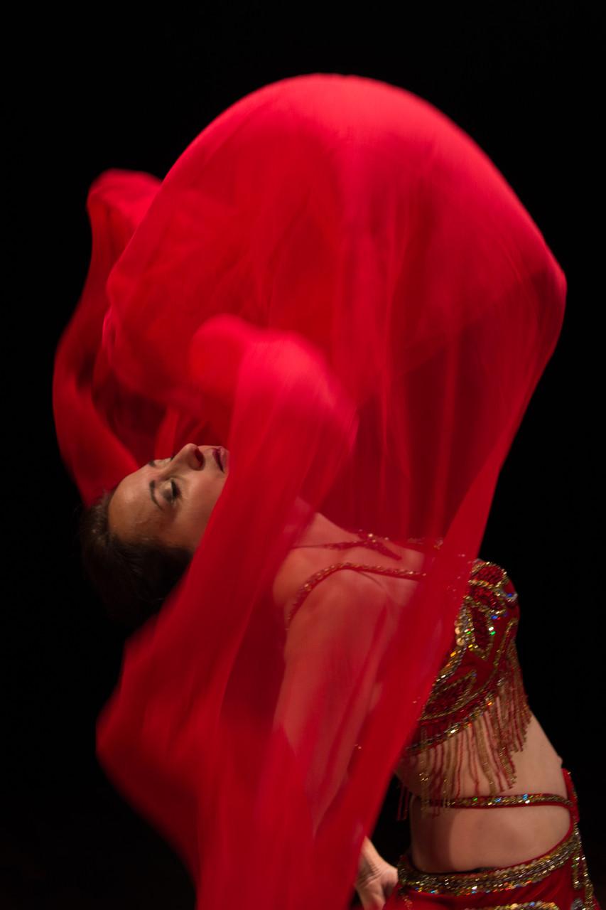 verschenkt bedingungslos... Nadja Ghazal, orientalischer Tanz in Bern und Thun