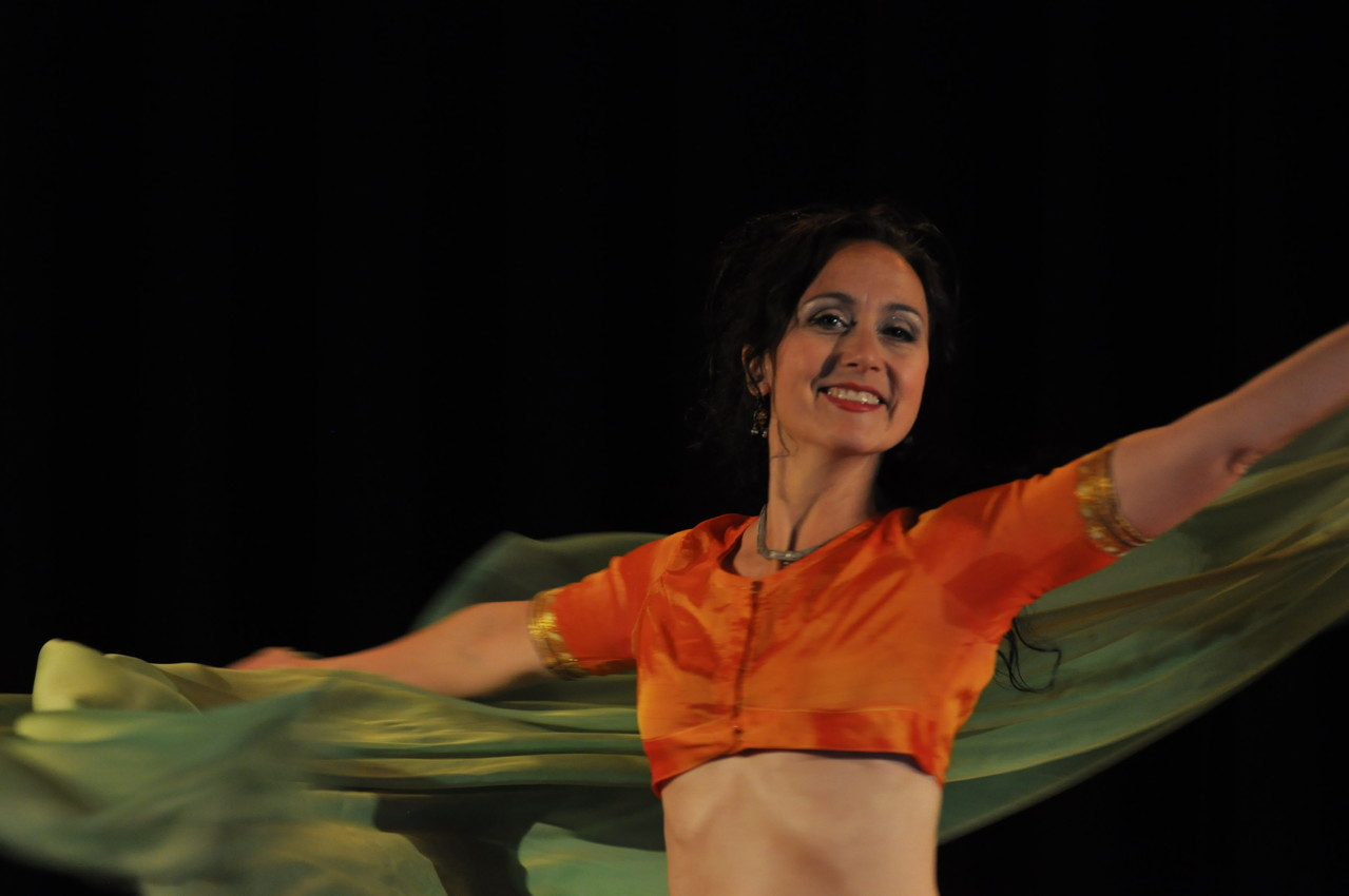Nadja Ghazal; orientalischer Tanz; Bellydance; Bauchtanz in Bern und Thun; Foto Ueli Zaugg im Bärensaal Thun