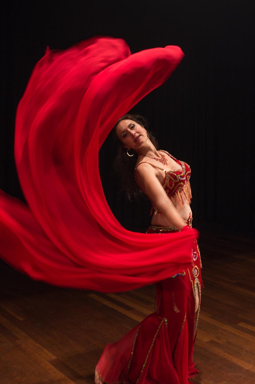 umrahmt deine Einzigartigkeit... Nadja Ghazal, orientalischer Tanz in Bern und Thun