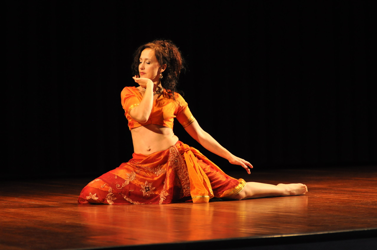 Nadja Ghazal; orientalischer Tanz; Bellydance; Bauchtanz in Bern und Thun