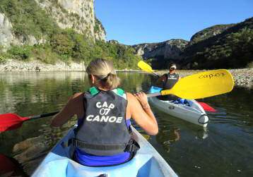 Descente de la rivière Ardèche en canoe, départ depuis balazuc en ardeche, sur 3 jours, avec passage  sous le pont d'arc et dans les gorges de l'Ardèche