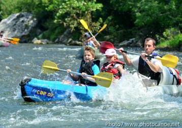 Descente de l'Ardèche en canoë ou kayak pour les familles, quelques passages en eaux vives, et proche vallon pont d'arc