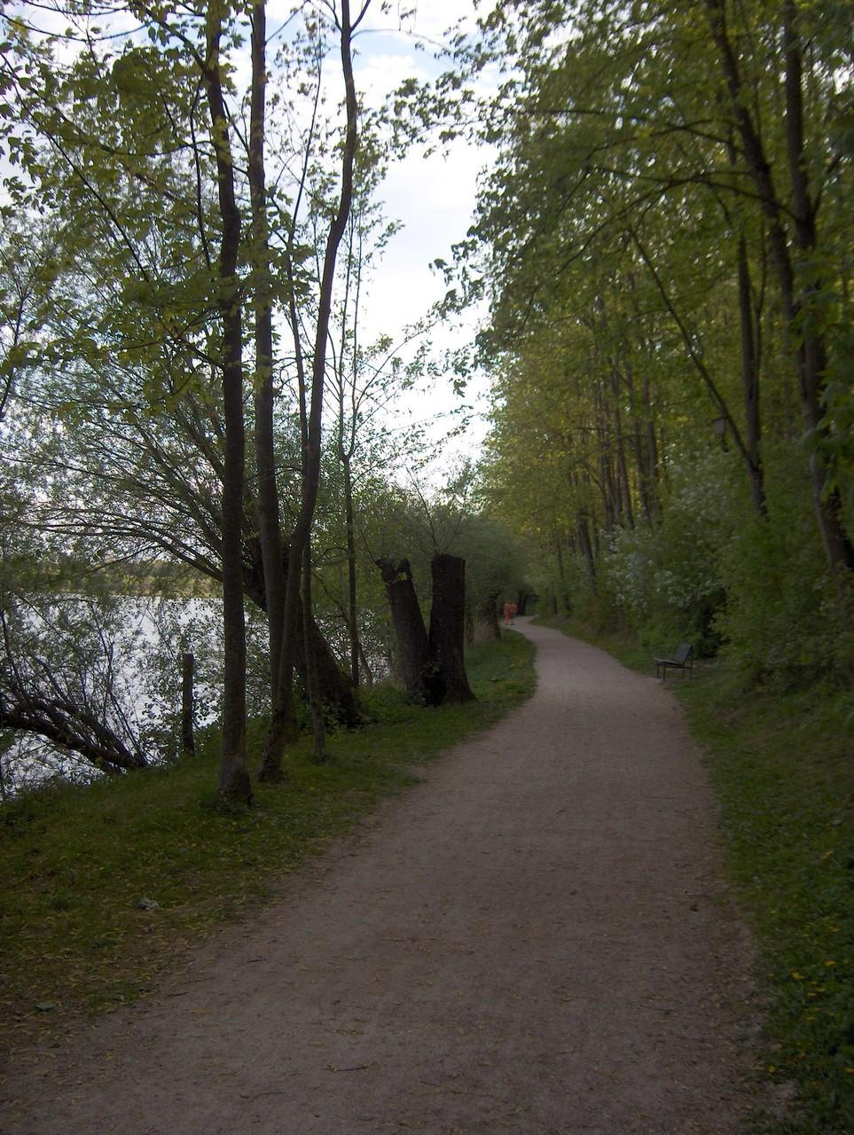 Wanderweg um den See