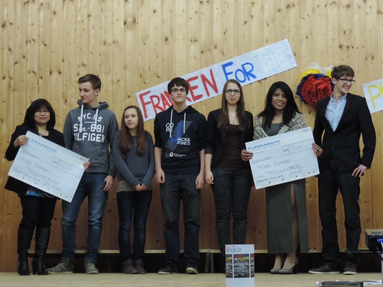 Zusammen mit der Schülermitverwaltung (SMV) des Eberner Friedrich-Rückert-Gymnasiums überreichten wir mehr als 1000 € an die Veranstalter