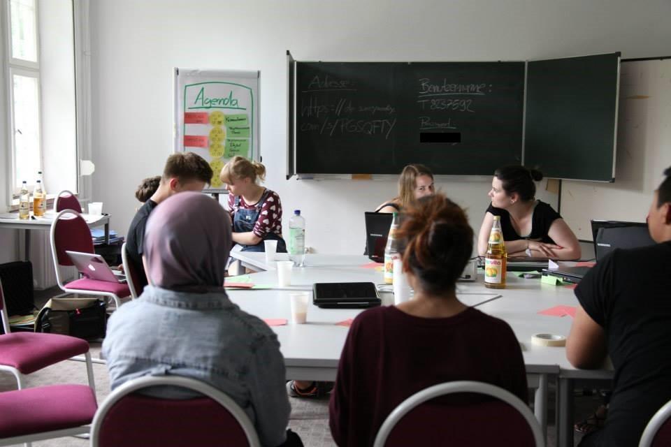 Besprechung in der Werkstatt Onlinekommunikation. (Foto: Melanie Silies)