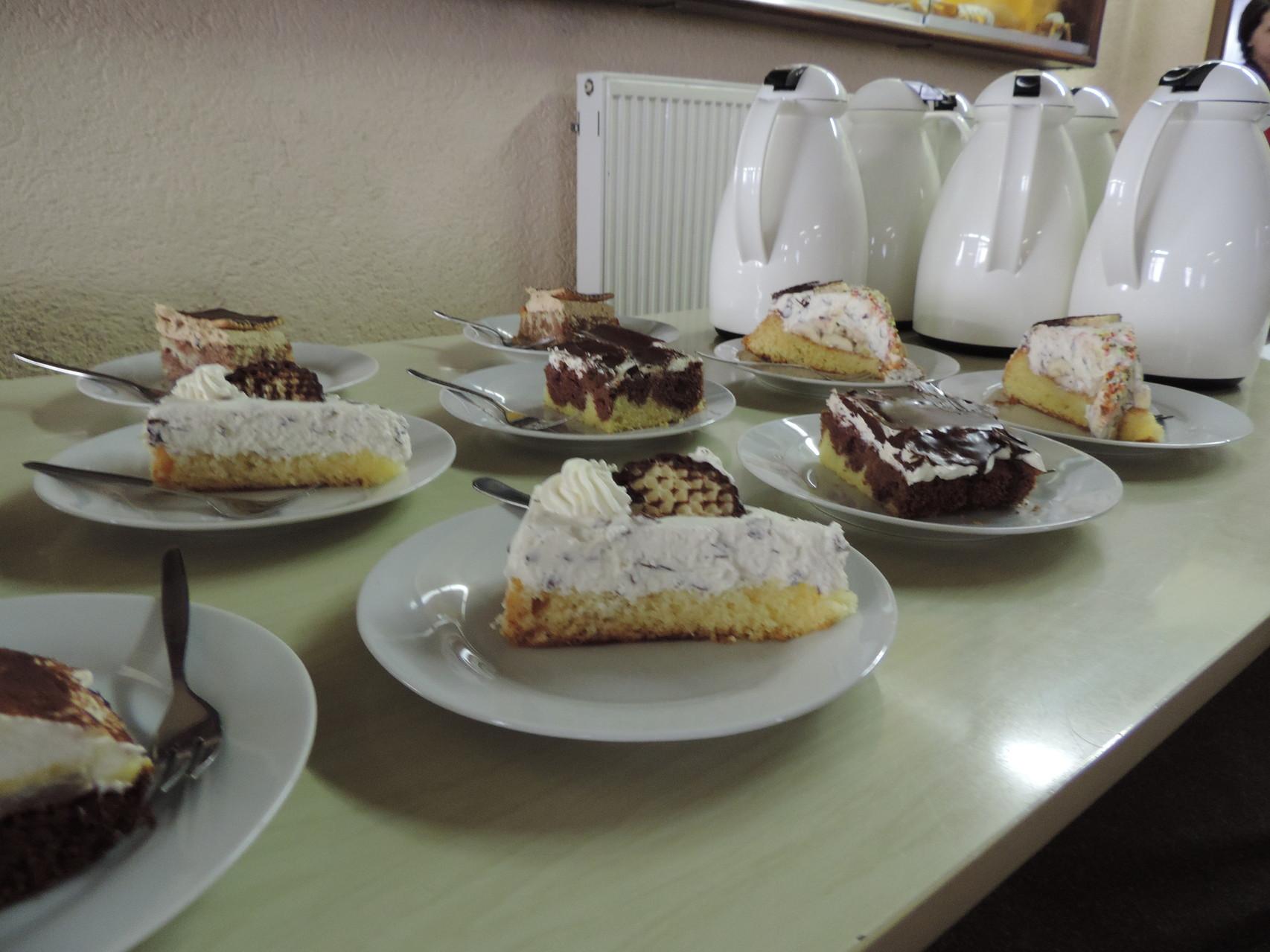 Vielen Dank an die zahlreichen Kuchen- und Tortenbäckerinnen für die Spende!