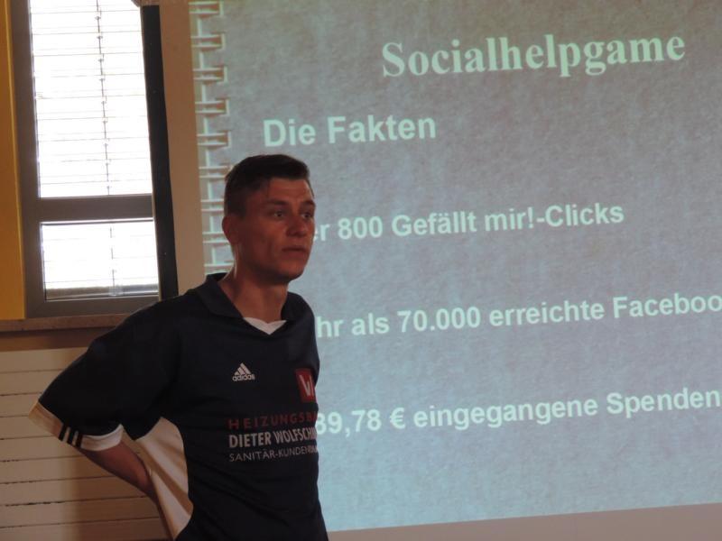 Thomas Zettelmeier stellt sein Facebook-Projekt Socialhelpgame vor...
