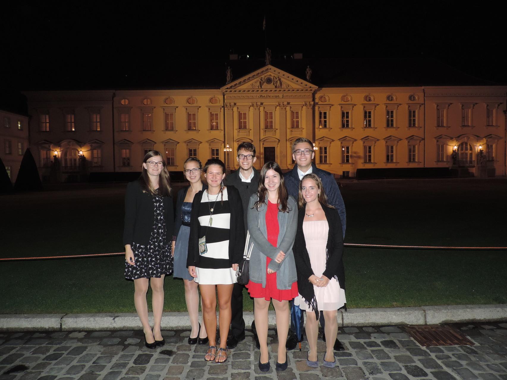 Bekannte haben wir auch getroffen - hier die zweite Gruppe, die neben uns den 2. Platz beim Deutschen Bürgerpreis 2014 belegt hat :)