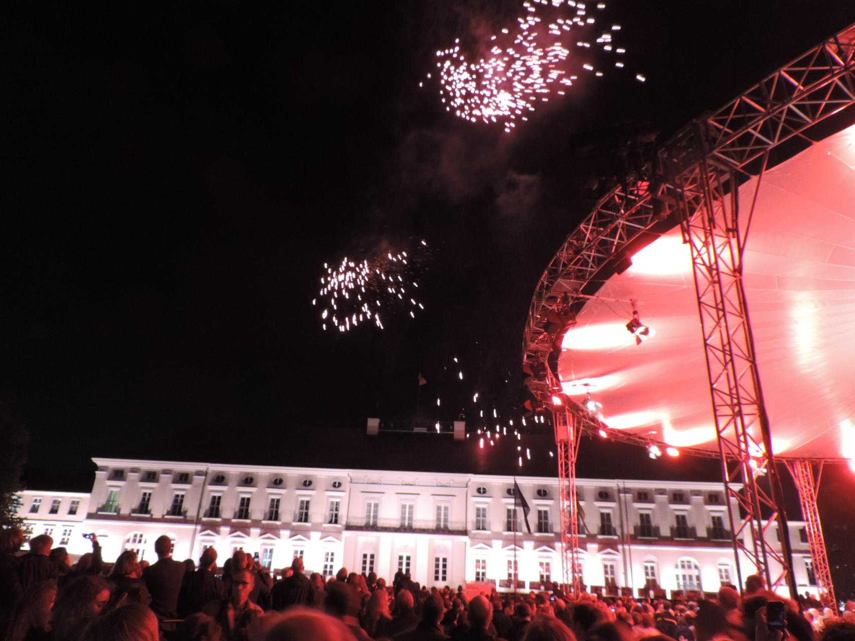 ...mit einem fulminanten Feuerwerk (auch wenn es dieses Bild nicht erahnen lässt - der Fotograf war am Ende leider zu geflasht, um noch Bilder zu machen^^)
