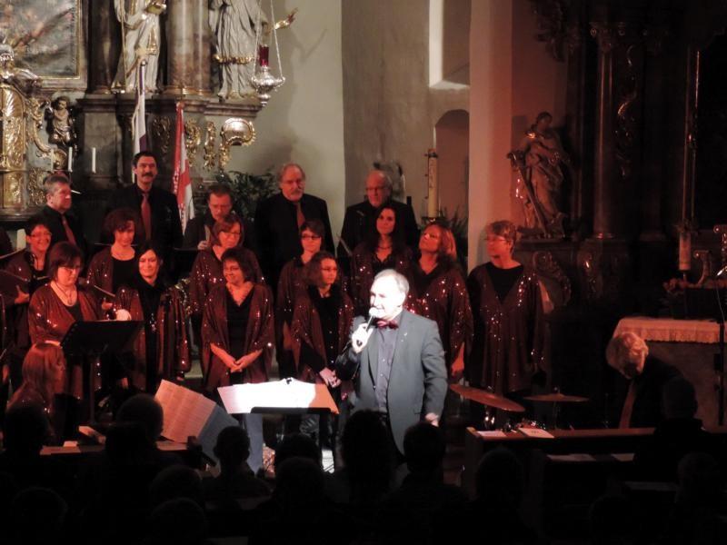 Auch der musikalische Leiter Bernd Schmidt richtete einige Worte an das Publikum