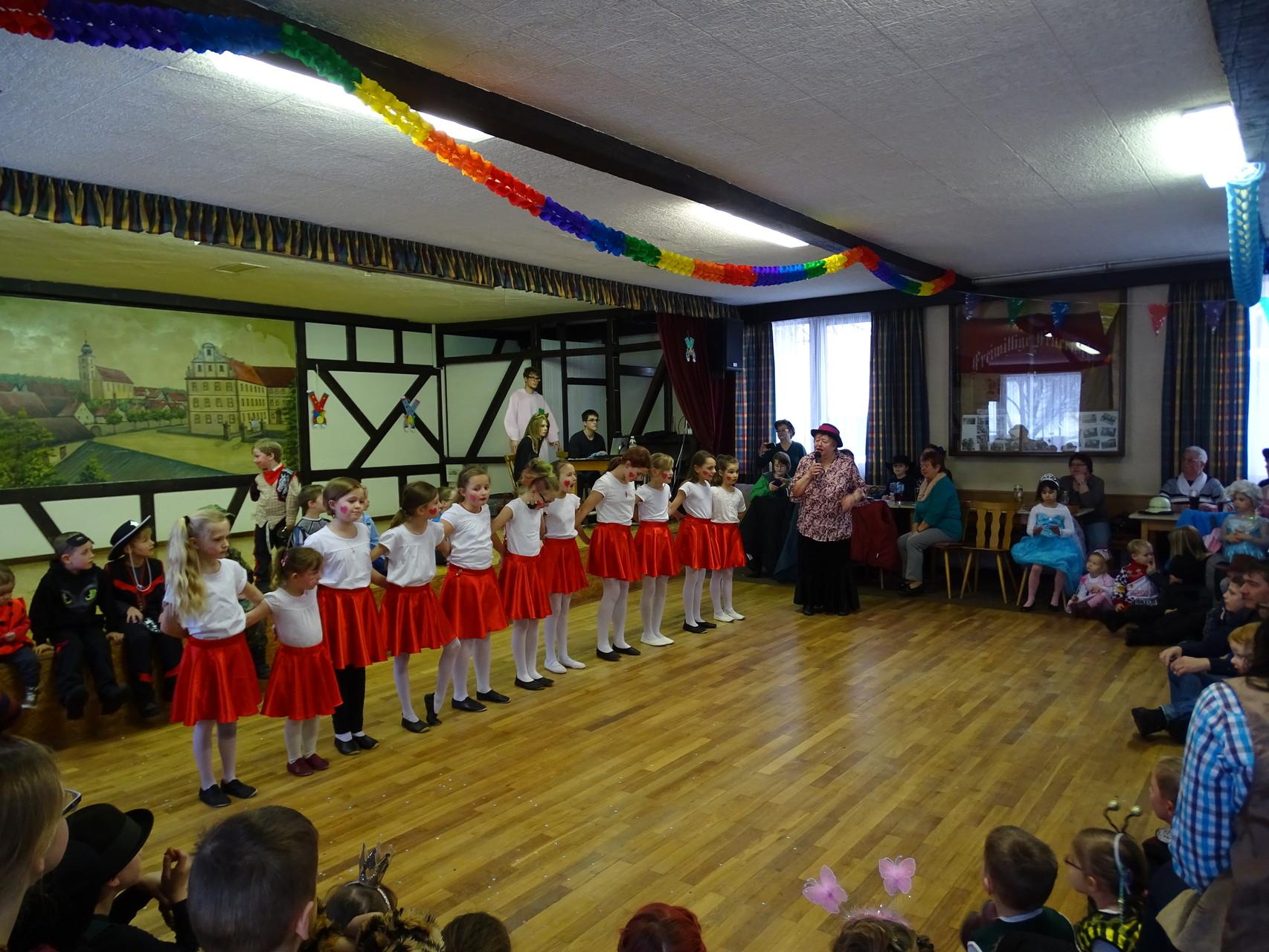 Auftritt der Pettstadter Tanzgruppe mit Legende Erna ;)