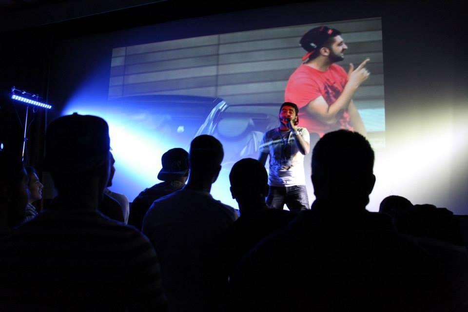 Am Samstag Abend waren alle eingeladen ihre Talente auf der Open Stage zu zeigen, von Rap...  (Foto: Melanie Silies)