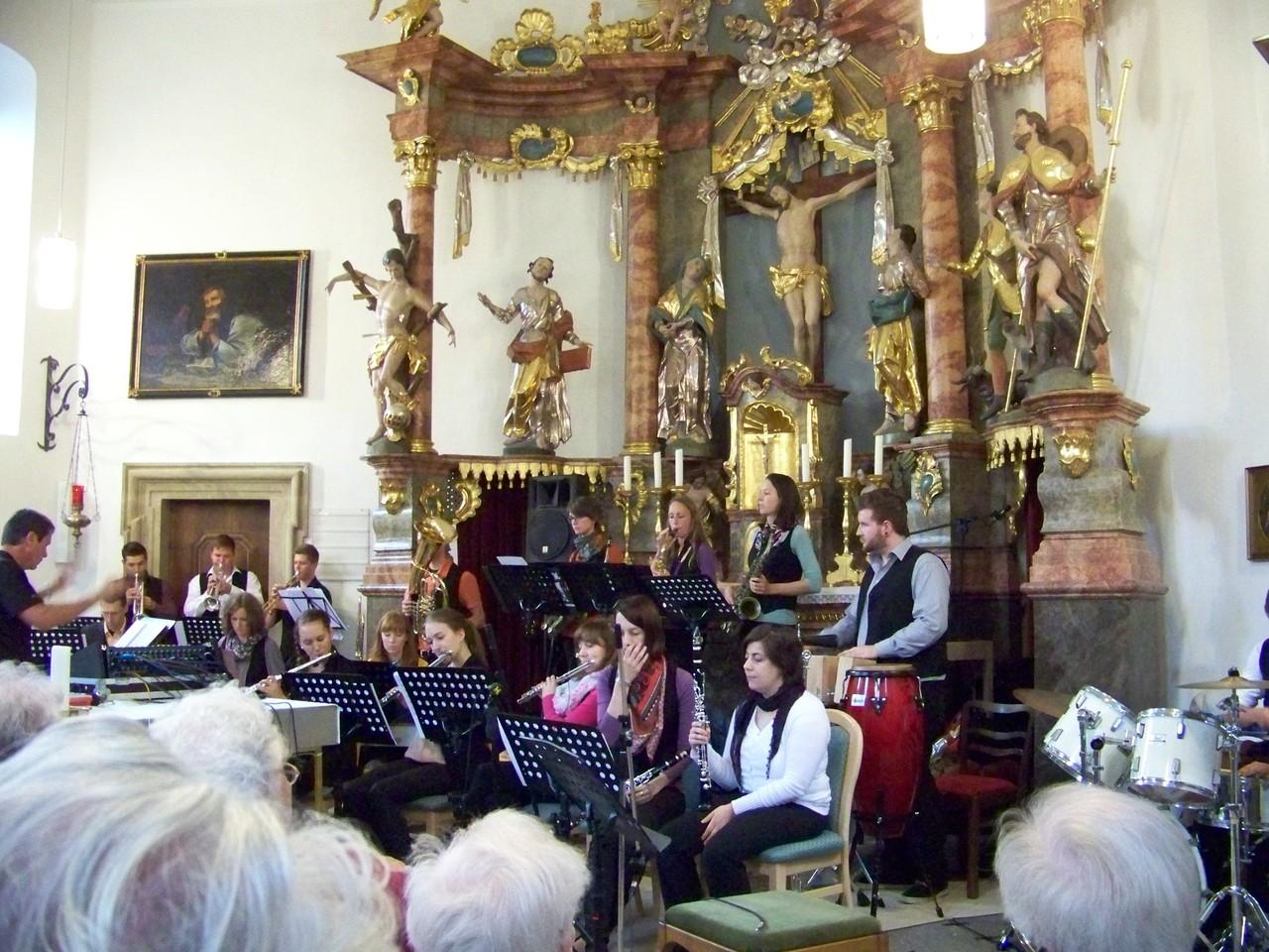 """Ehemaligen-Big-Band der Realschule Hofheim """"Pfeffer, Salz & Sahne"""" in Aktion"""