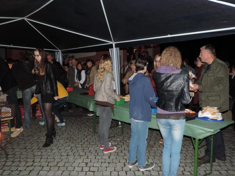 In der Pause des etwa zweistündigen Konzerts gab es kleinere Speisen und Getränke...