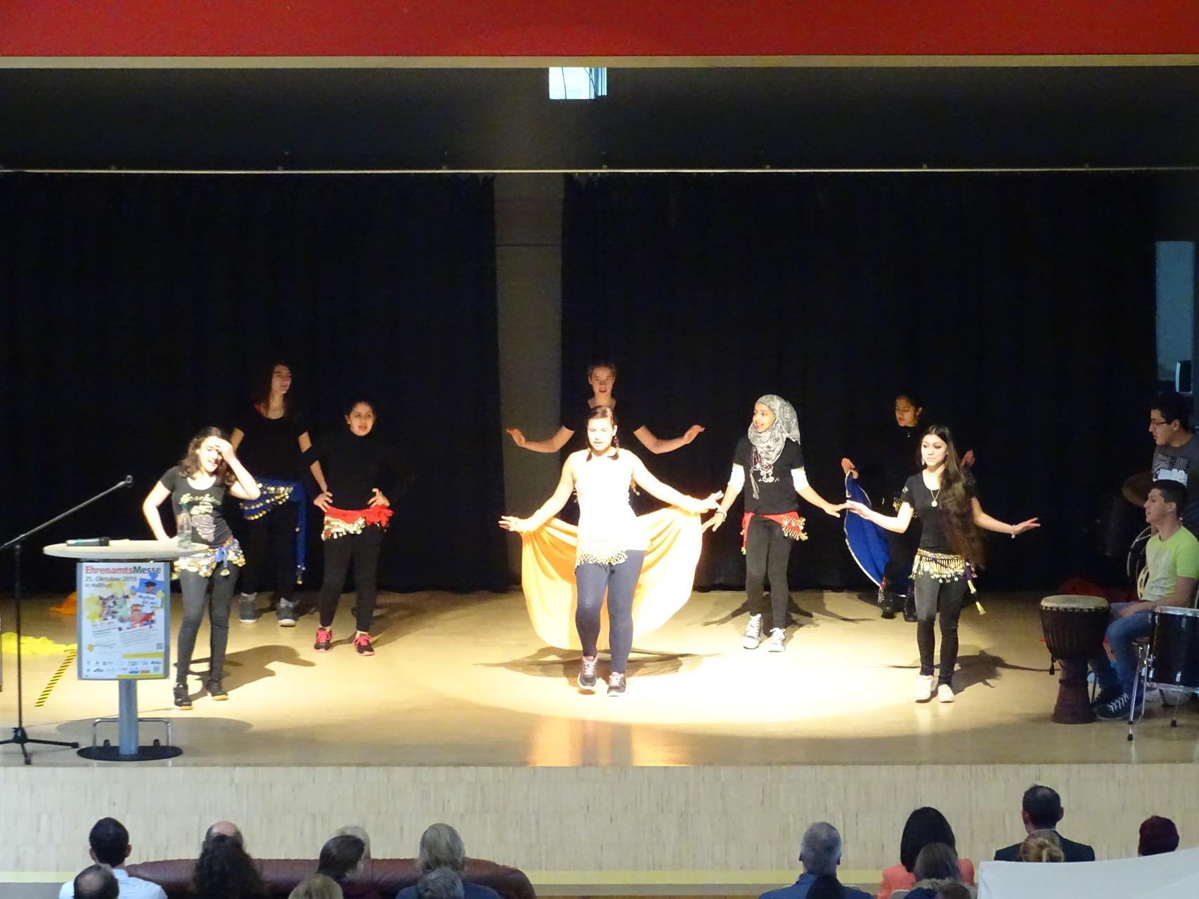 Tanzeinlage von Flüchtlingskindern zur Eröffnung - gelebte Integration!