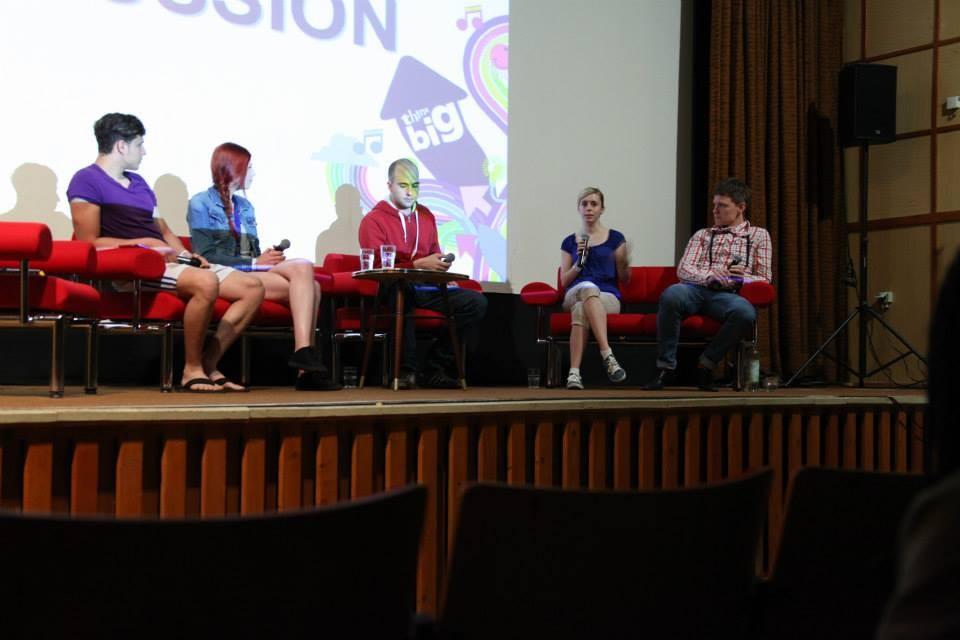 Podiumsdiskussion, bei der Katharina im Rahmen des Kinderfaschings, der von Think Big gefördert wurde teilnahm (zweite von rechts). (Foto: Melanie Silies)