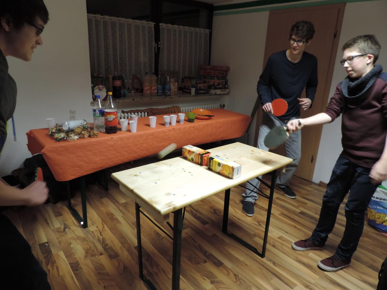Mini-Tischtennis - seeeeehr amüsant