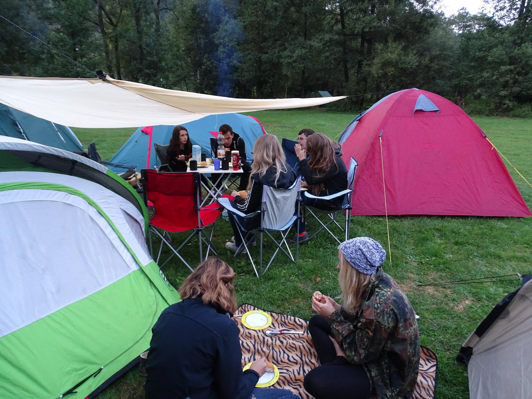 Nachdem alle gegessen hatten, folgte der erste der beiden entspannten Abende am Lagerfeuer...