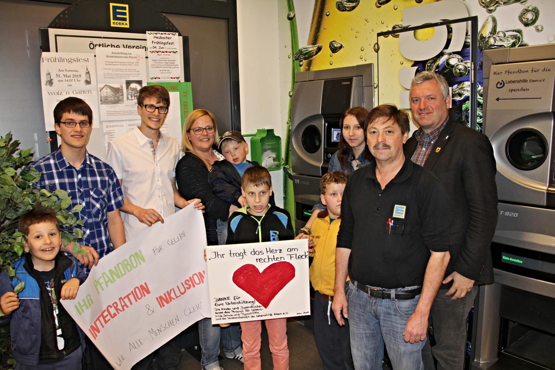 Die offizielle Einweihung in Ebern mit 1. Bürgermeister Jürgen Hennemann und Marktleiter Klaus Rother
