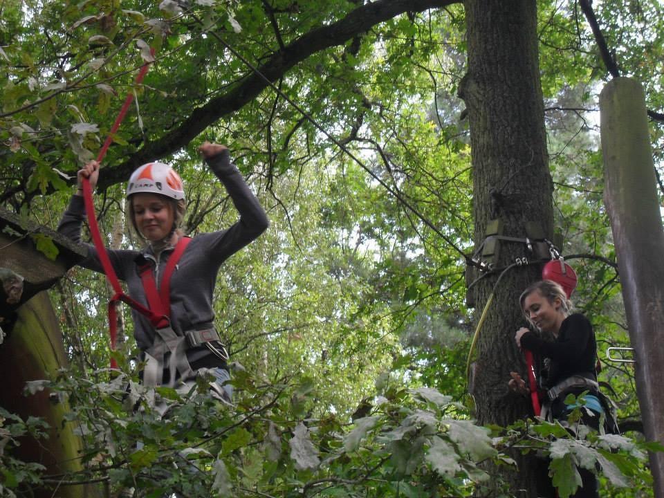 Nina unter Bäumen ;)
