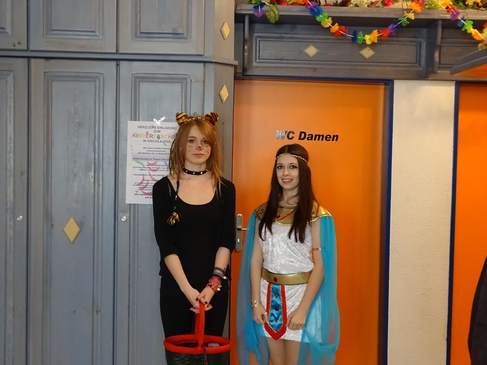Begrüßung der Gäste am Eingang - für die Kids hielten wir etwas Süßes bereit ;)