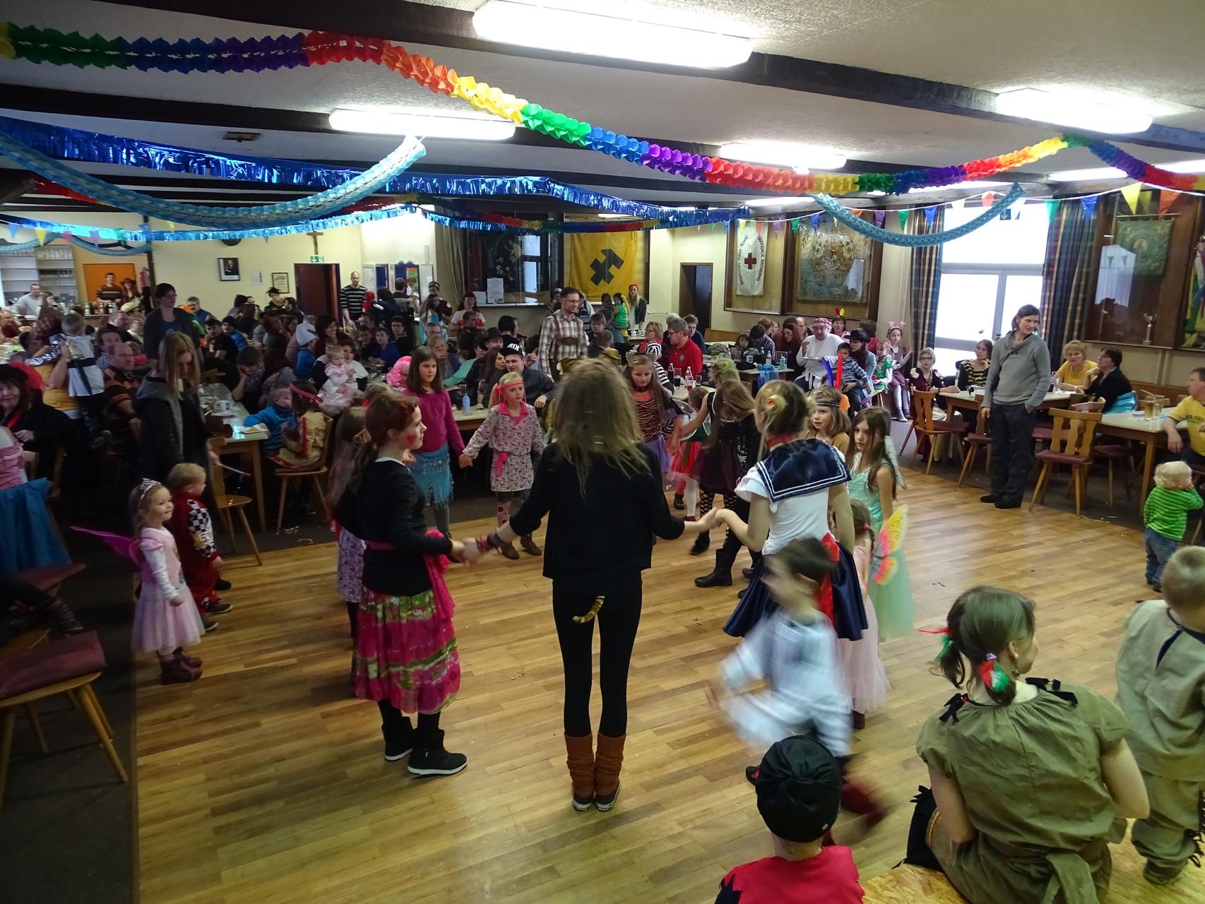 Welcher Tanz das wohl war, zu dem unser Entertainment-Team mit den Kids abgerockt ist? ;)