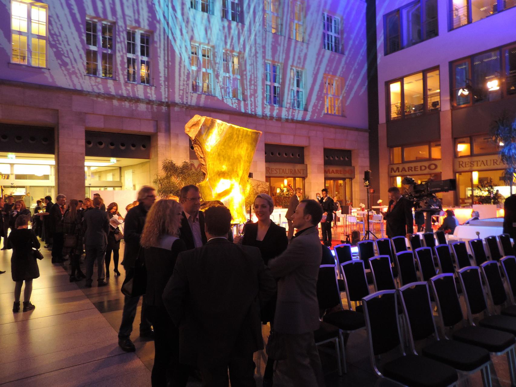 Die ersten Nominierten und hochrangigen Gäste trudeln ein...