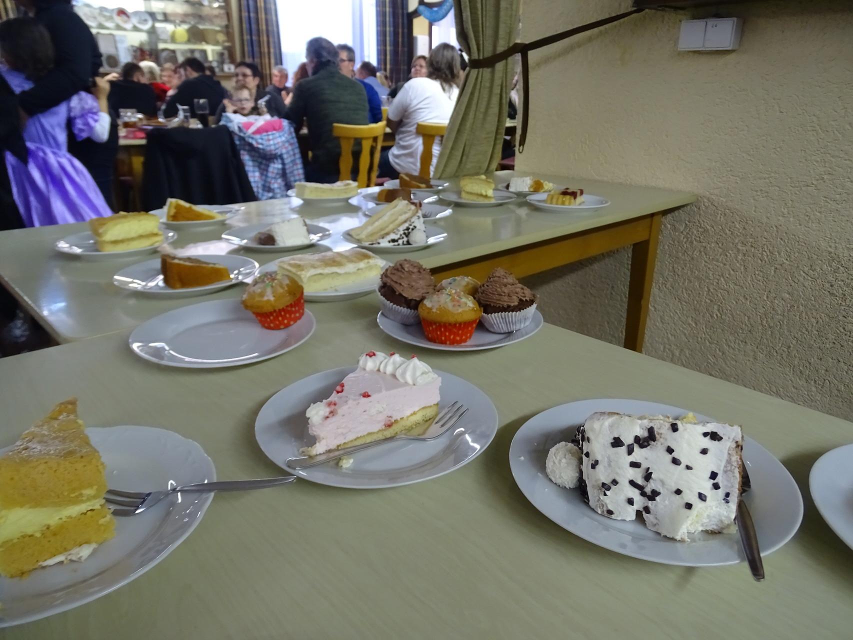 Vielen Dank an die zahlreichen Kuchen- und Tortenbäcker/innen, die diese für den guten Zweck gespendet haben!!!