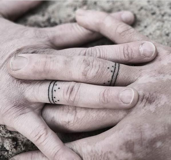 Das Design ist inspiriert von Kievan Rus' Mustern, die zwischen dem 10. und 13. Jahrhundert auf Tonwaren und Schmuckstücken gefunden wurden (Bildrechte: rhoda.tattoo)