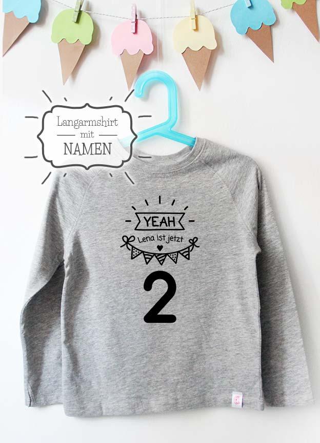 Geburtstag Langarmshirt mit Namen | Yeah 2 Jahre - grau & schwarz
