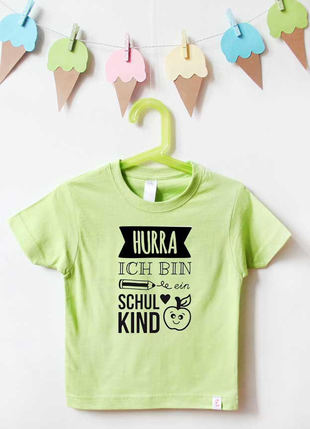 T-Shirt Einschulung | Hurra - grün & schwarz
