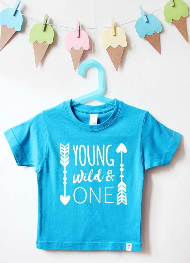 Geburtstagsshirt | young wild & one - türkis & weiß