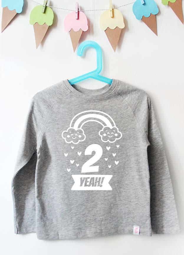 Geburtstag Langarmshirt | Regenbogen 2 Jahre -  grau & weiß