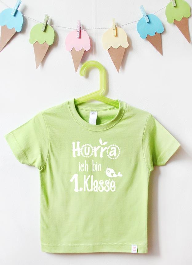T-Shirt Einschulung | Hurra Klasse - grün & weiß