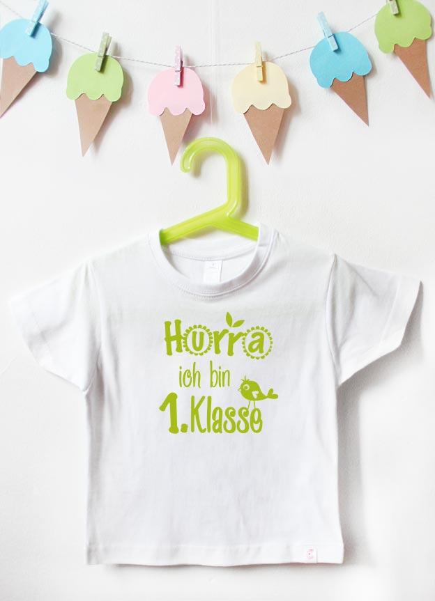 T-Shirt Einschulung | Hurra Klasse - weiß & grün