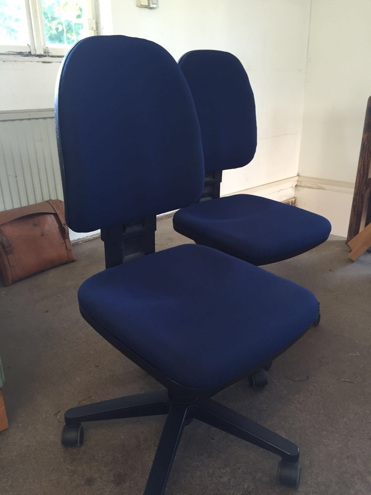 Bürostühle mit Stoff neu bezogen