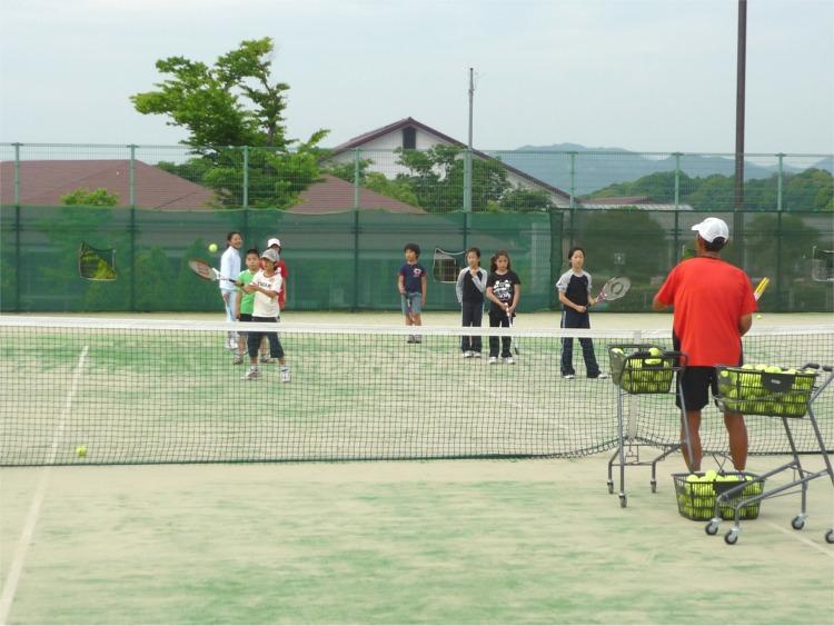 宇治でテニスをするなら太陽が丘!テニスがはじめてのお子様も大歓迎です。