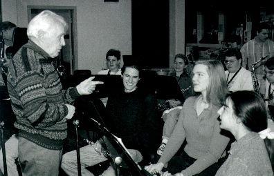 スクラントン大学ウィンドアンサンブルにテューバとバンドのための《コンチェルト・グロッソ》を指導する。1996年3月12日(逝去の10日前)